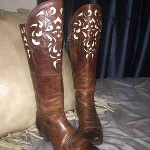 Gorgeous Tall 8.5 ARIAT Cowgirl Boots!